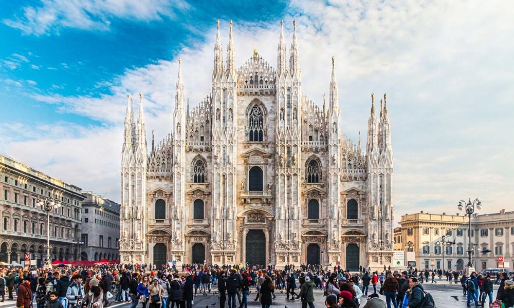 Власти Милана бесплатно раздают ваучеры напроезд вобщественном транспорте тем автомобилистам, кото