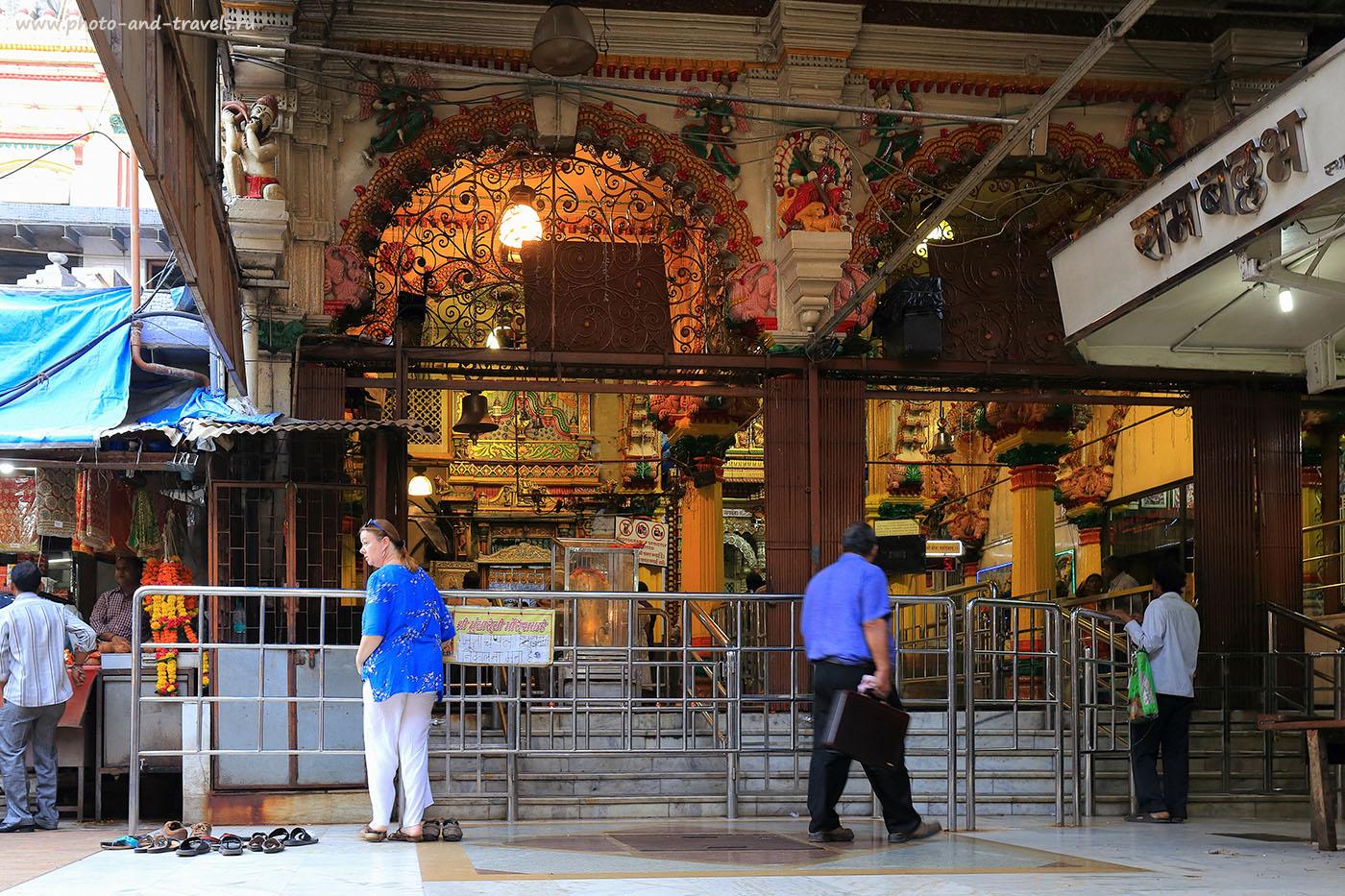 Фотография 9. Храм Мумба Деви в Мумбаи. Самостоятельный тур по Индии (24-70, 1/20, -1eV, f8, 27 mm, ISO 640)