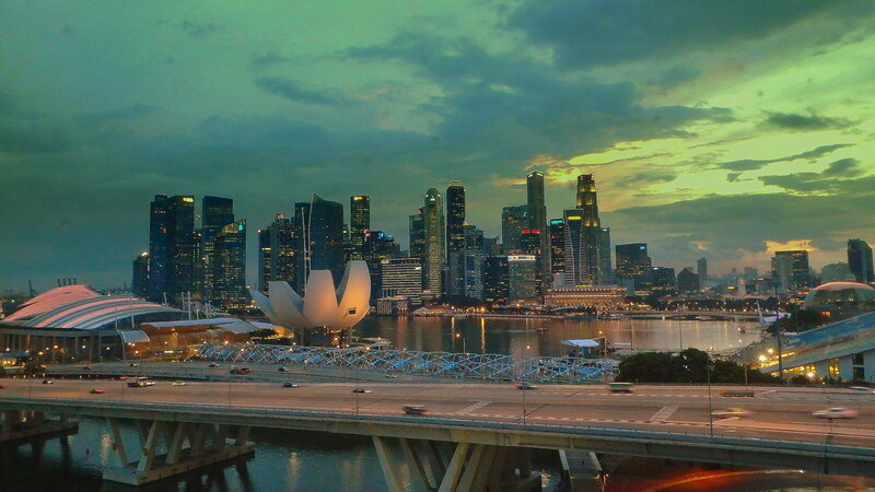 Мост в центре Сингапура