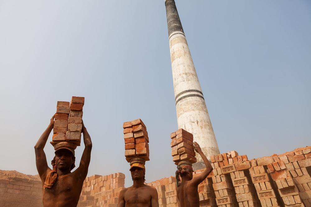 Как делают кирпичи в Бангладеш
