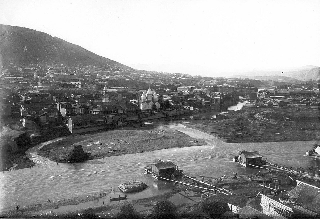 Река Кура и армянский Ванкский собор