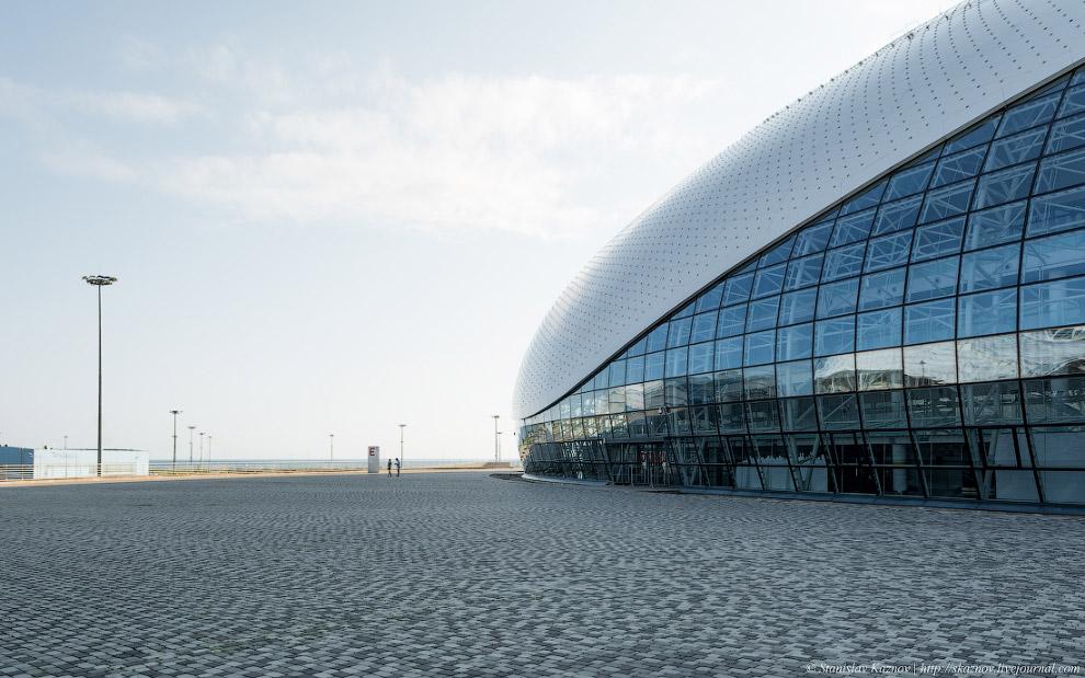 9. Большой ледовый дворец.