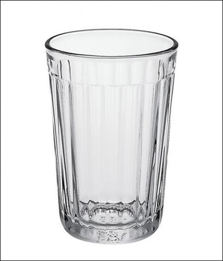 10. Граненый стакан. «Простой и элегантный, обычный стакан, символизирующий стабильность. Надеюсь, е