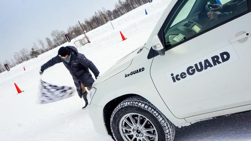 Японцы уверяют: если сравнивать IceGuard SUV G075 и Geolandar I/T-S G073, то по части сцепных свойст