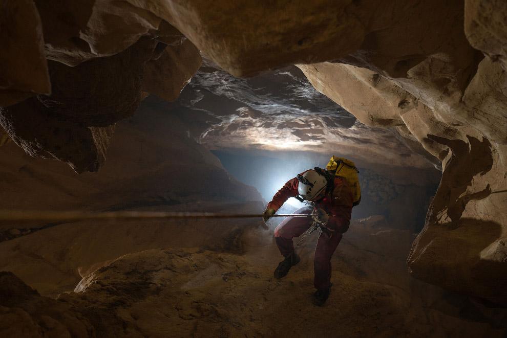 14. Самая протяжённая в мире Мамонтова пещера (США) — карстовая, заложена в известняках. Она им