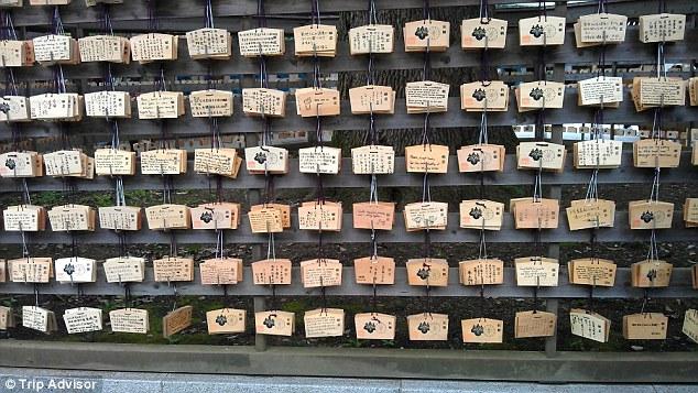 Если хотите узнать больше о древней японской религии — синтоизме, отправляйтесь в храм Мэйдзи. Он по