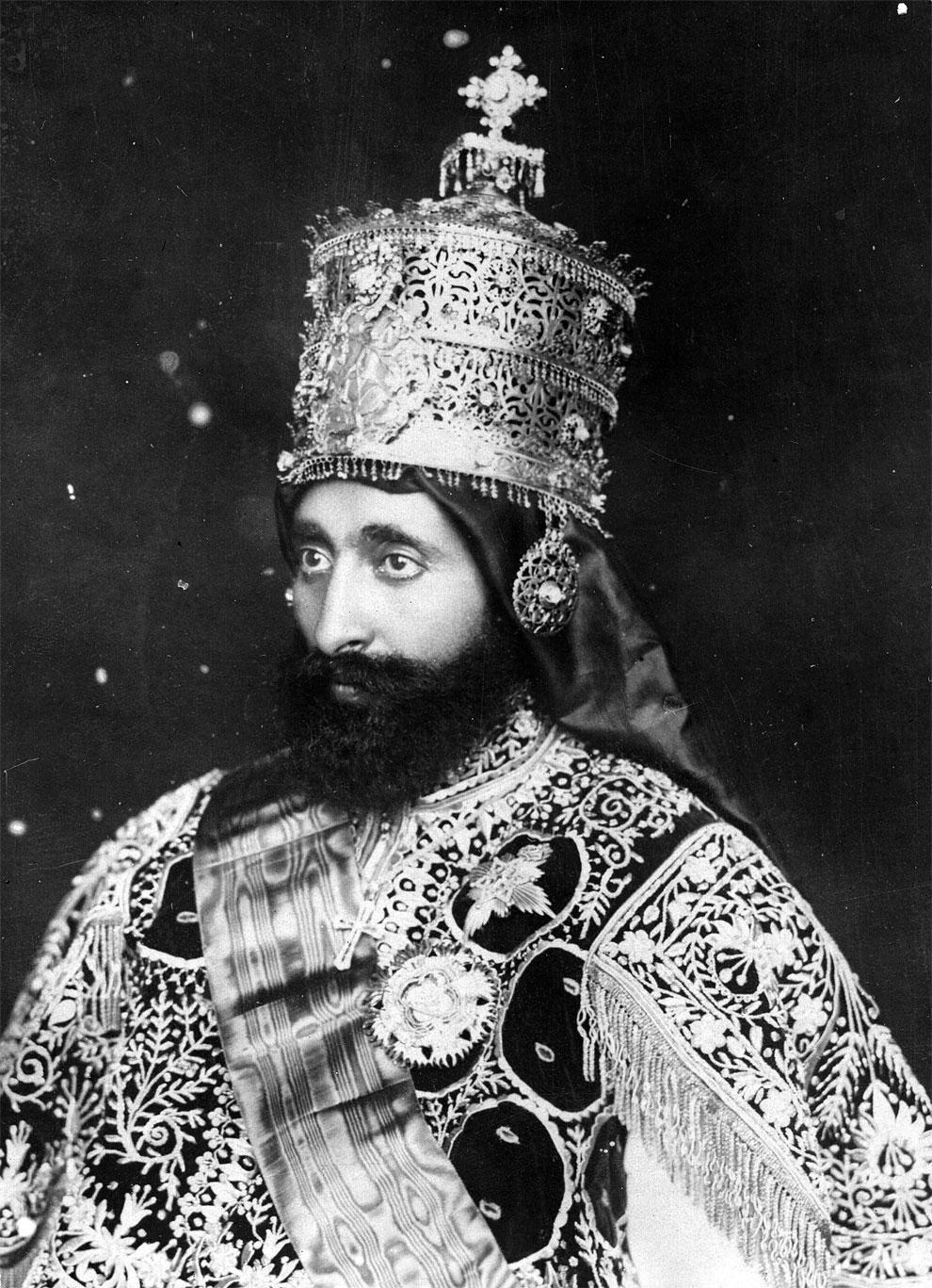 Уже в 13 лет будущий правитель Эфиопии приобрел первые навыки управления — ему был доверен небольшой