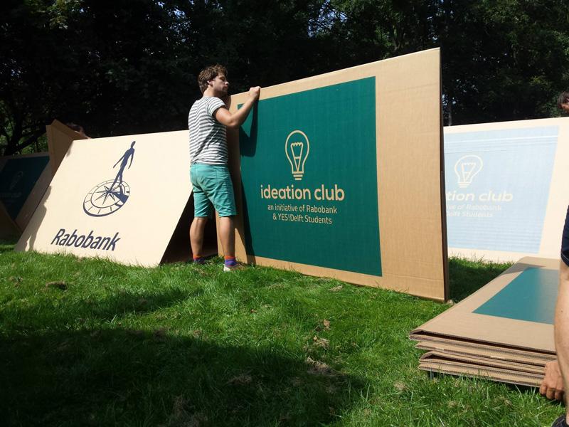 Каждая палатка поставляется в собранном виде и может быть легко украшена рекламой спонсоров. При это