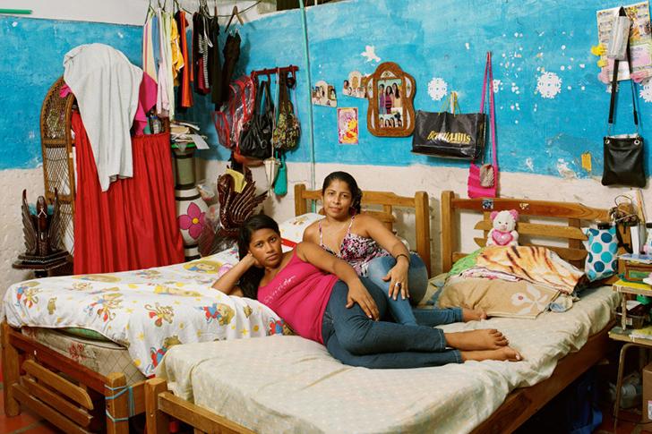Колумбия. Женская тюрьма Сан-Диего со средней степенью изоляции заключенных в Картахене. Роса (слева