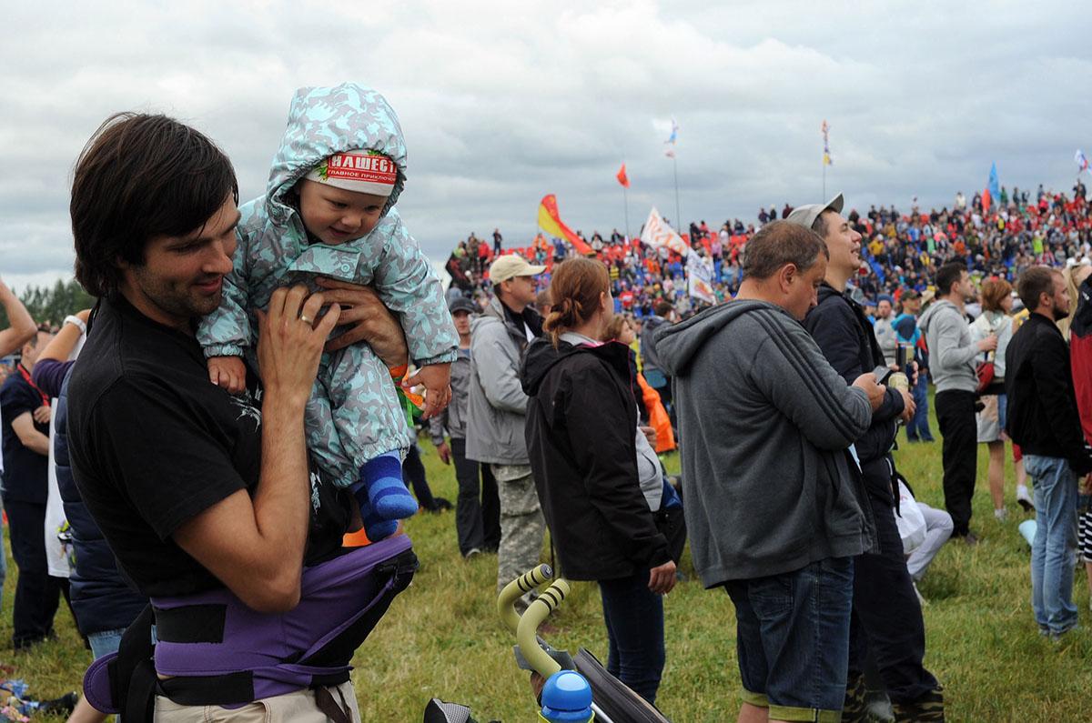 Еще мы встретили не меньше 20 родителей с колясками и с совсем еще малышами. В принципе, можно по-ра