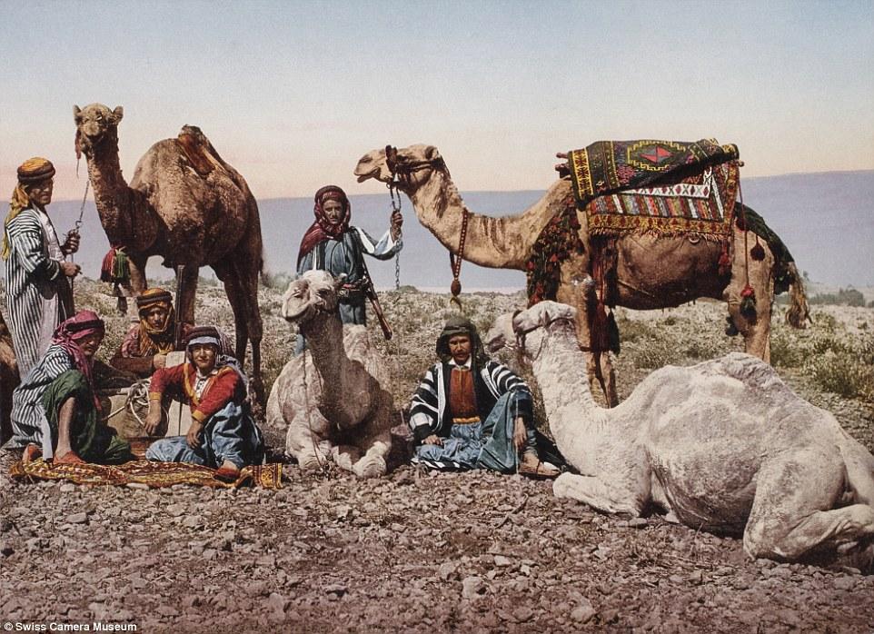 Погонщики верблюдов в сирийской пустыне, 1895.