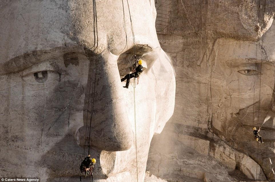 9. Среди самых сложных задач стоит назвать чистку горы Рашмор, ведь поблизости не было источников во