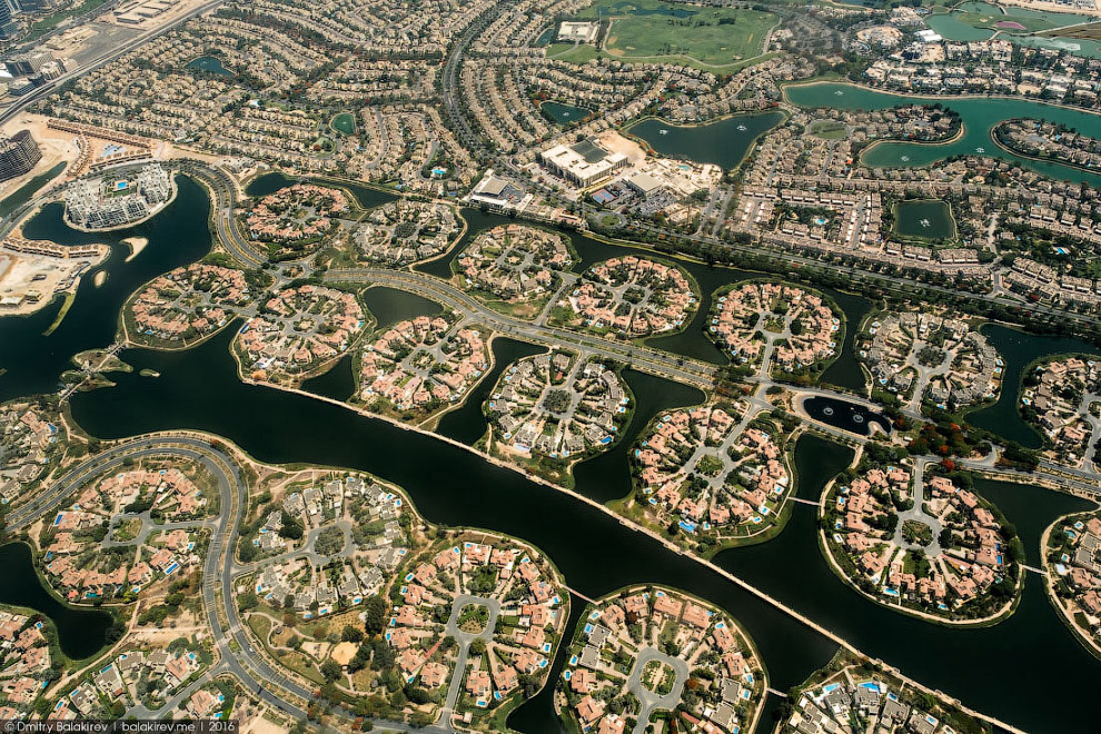13. ОАЭ — страна песков, и вода здесь наверняка ассоциируется с благополучием. Чтобы жить у воды в п