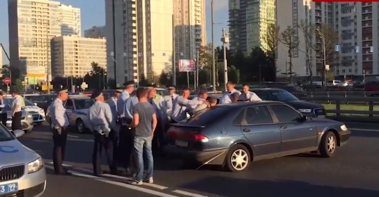 Насеверо-западе столицы сострельбой задержали водителя, устроившего гонки ссотрудниками ДПС