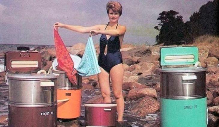 Вот так раньше стирали одежду с помощью машины Рига 17, приходилось поработать, сейчас для стирки не нужно прикладывать усилий