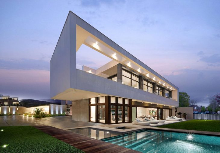 Wolf Architects designed this modern two-storey residencelocated in Los Angeles, California,in 2014.