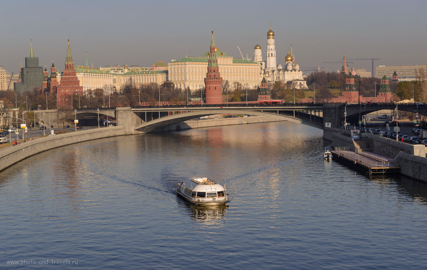 Фотография 17. Вид на Московский Кремль с Патриаршего моста. Что посмотреть в столице за несколько часов самостоятельно. 1/200, 9.0, 100, 70.