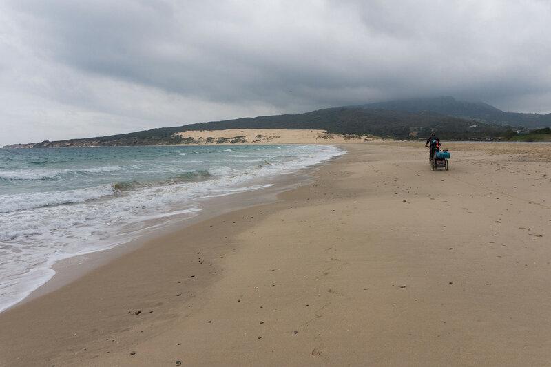 на велосипеде по пляжу Valdevaqueros