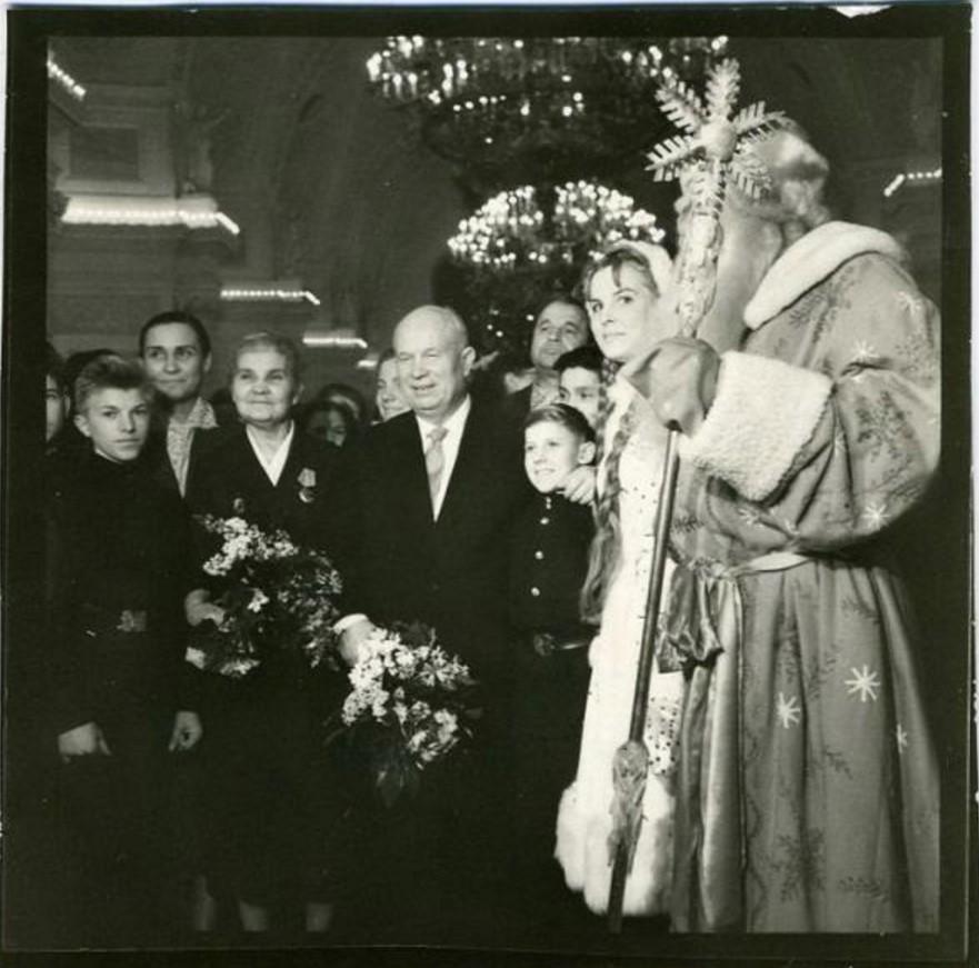 1957. Никита Хрущев на детском Новогоднем празднике в Большом Кремлевском дворце