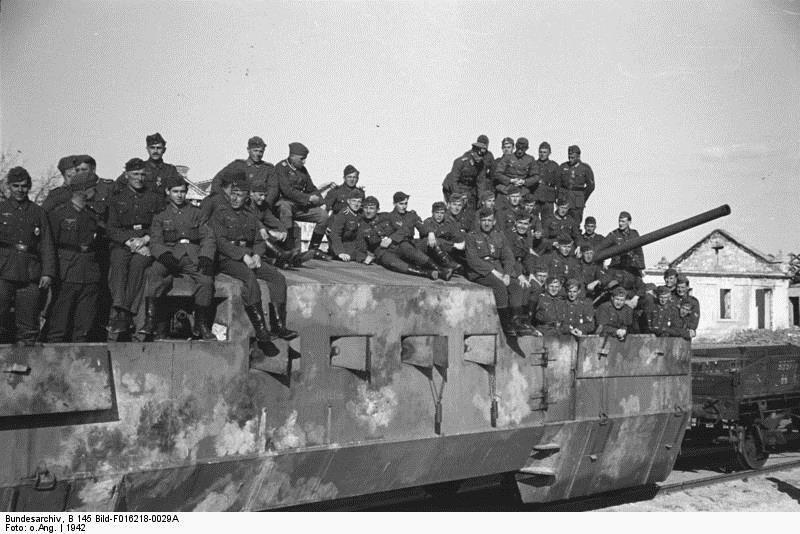 Захваченный советский бронепоезд. Крым, 1942 год.