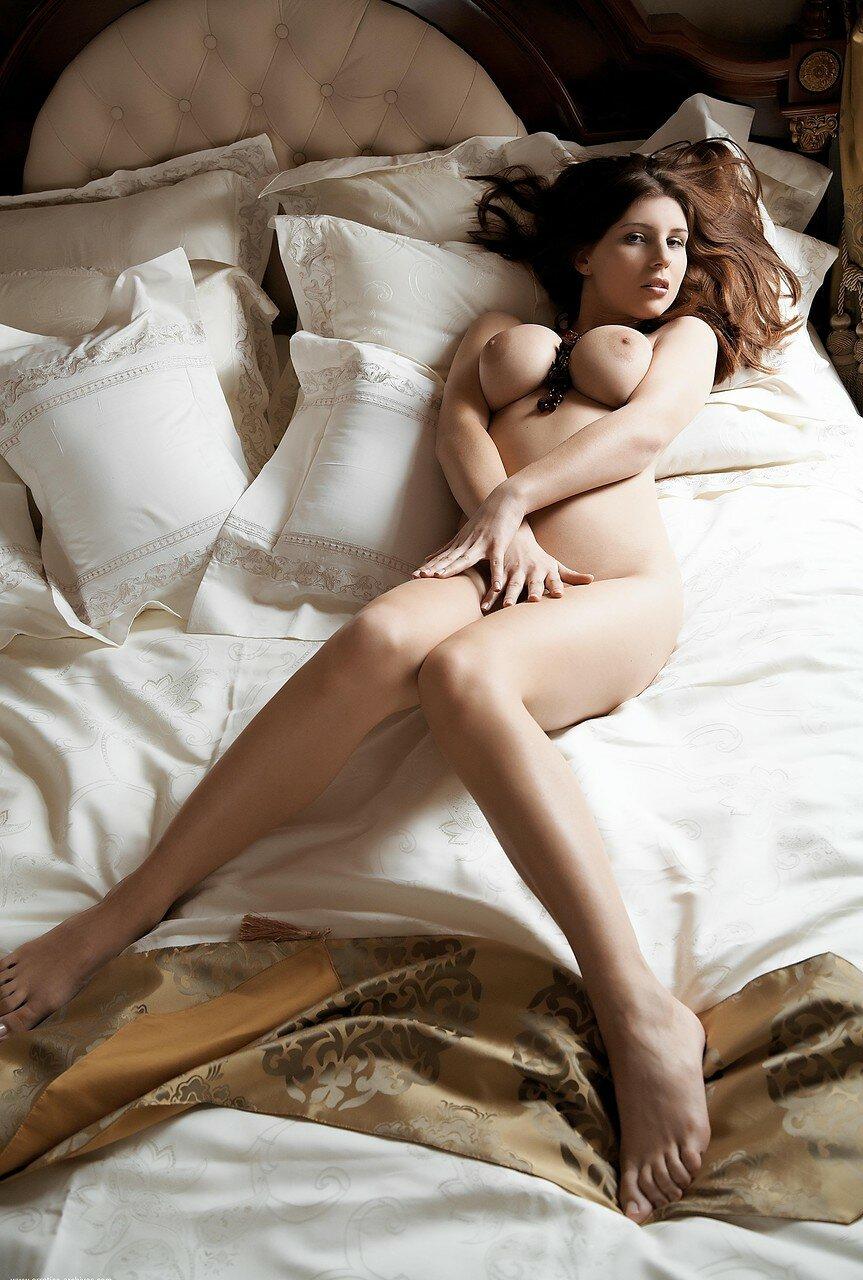 Curvy simi порно актриса