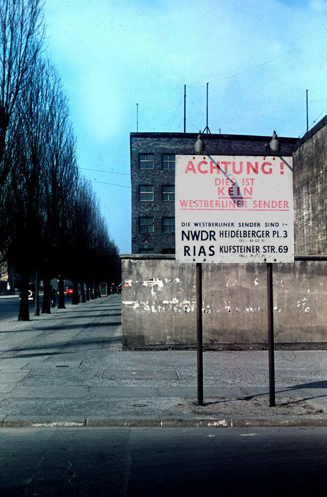 1954 Berlin Heinz Vontin Achtung.jpg