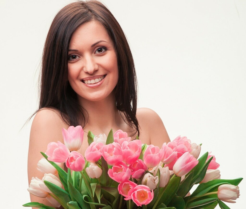 Tulips_Brown_haired_Face_473870.jpg