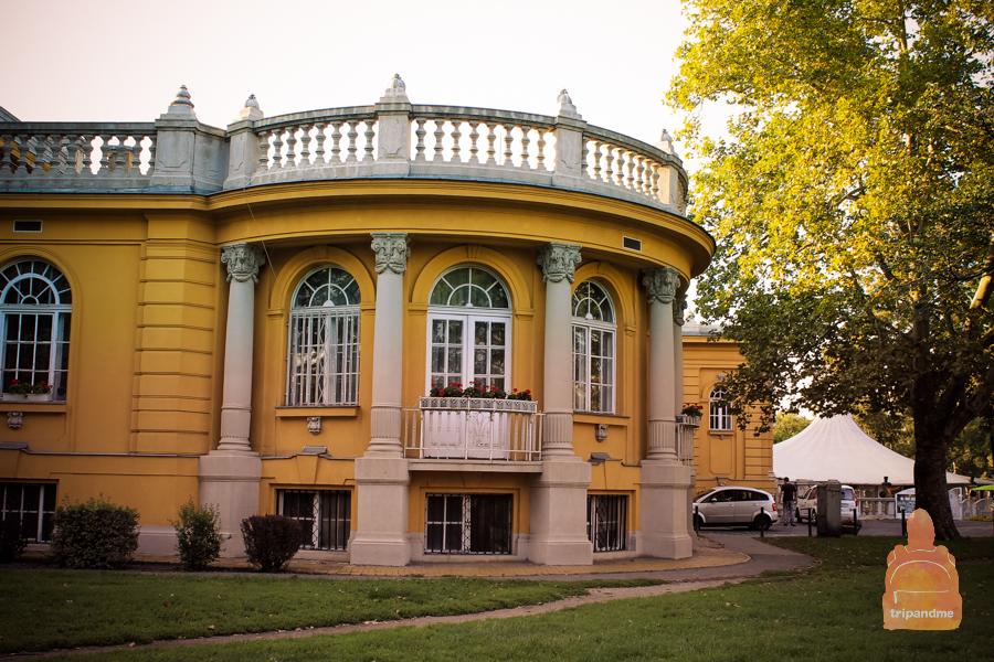 Здание было построено чуть больше века назад