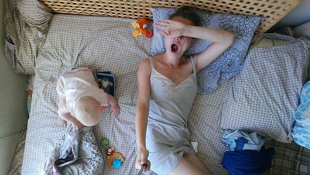 Юлия Скоробогатова с помощью селфи показала, что такое - быть мамой