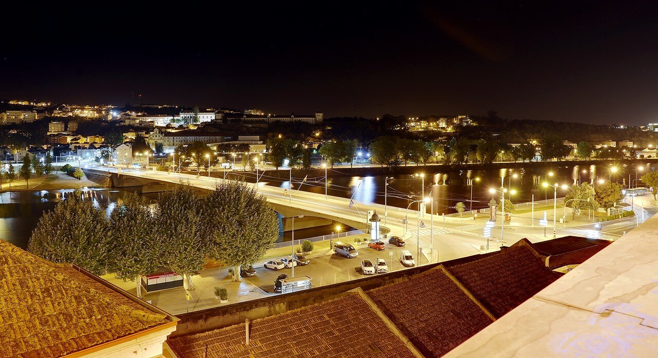 Ночная Коимбра. Река Мондегу и мост Санта Клара