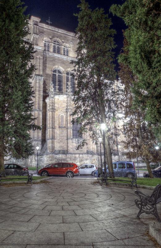 Ночная Саламанка. Церковь Святого Стефана (Iglesia de San Esteban). HDR