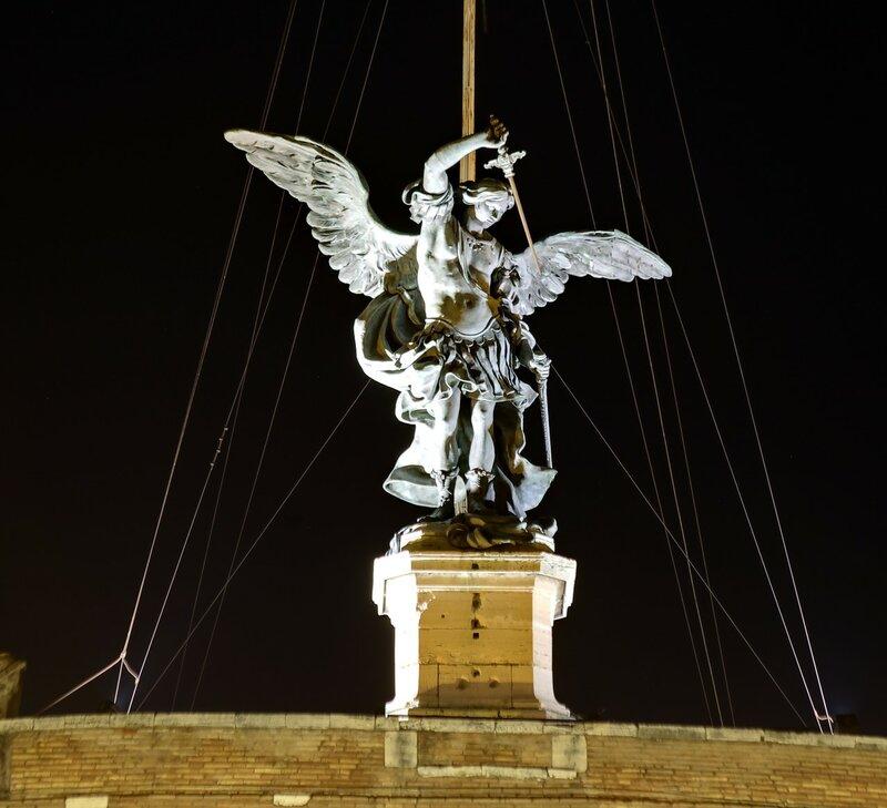 Рим. Замок Святого Ангела. Скульптура Ангела