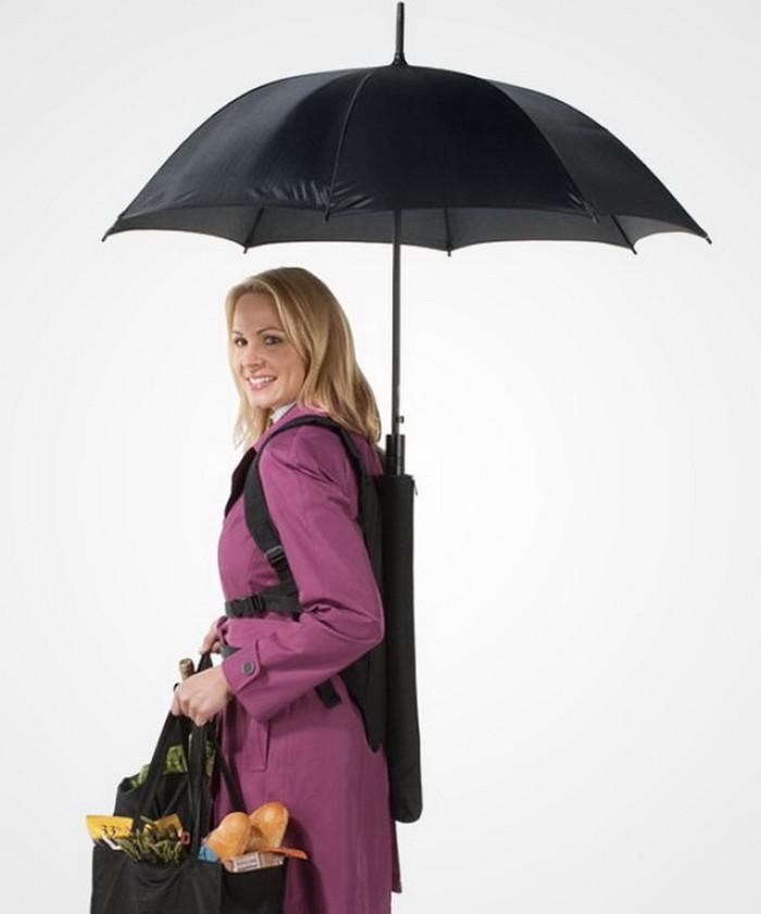 3. Зонт-рюкзак Зонт, который удобно крепится за спиной, что позволяет освободить руки.