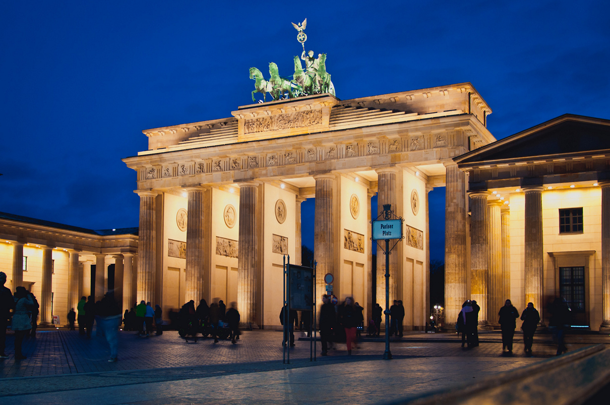 В разное время столицей Германии были Ахен, Регенсбург, Франкфурт-на-Майне, Нюрнберг, Веймар, Бо