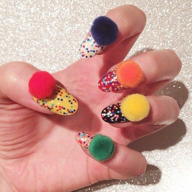 ногти-с-помпонами-pom-pom-nails-фото2.jpg
