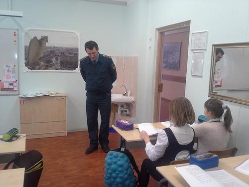 По окончанию встречи, преподавательский состав гимназии и ученики  поблагодарили инспектора за столь познавательный рассказ и приглашали  посещать их учебное ... ec6d1cfdd0f