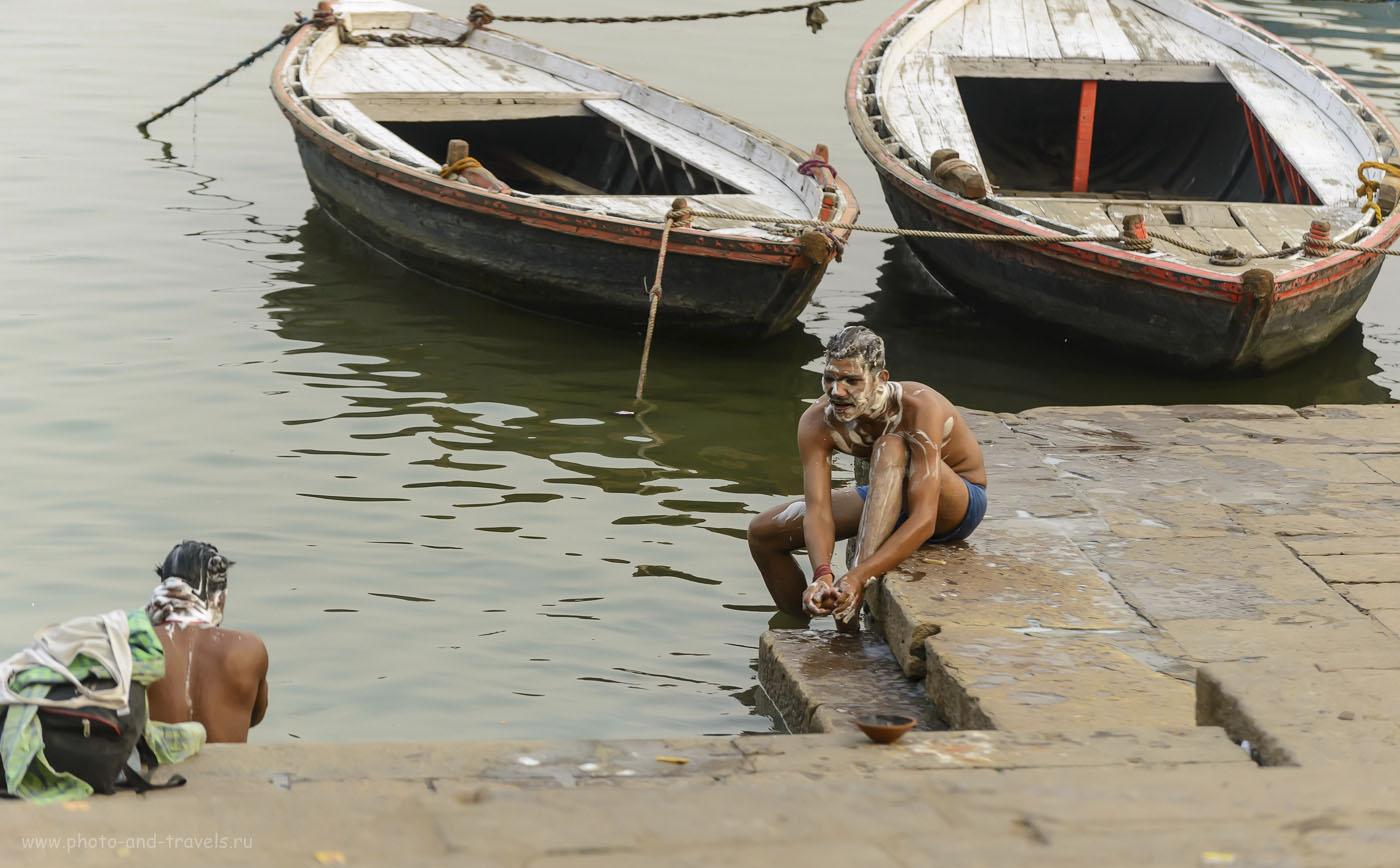 Фотография 24. Не знаю, мытье с мылом в Ганге – это ритуал, или просто гигиеническая процедура. Прогулка по Варанаси во время отдыха в Индии. 1/1000, 4.8, 1250, 135.