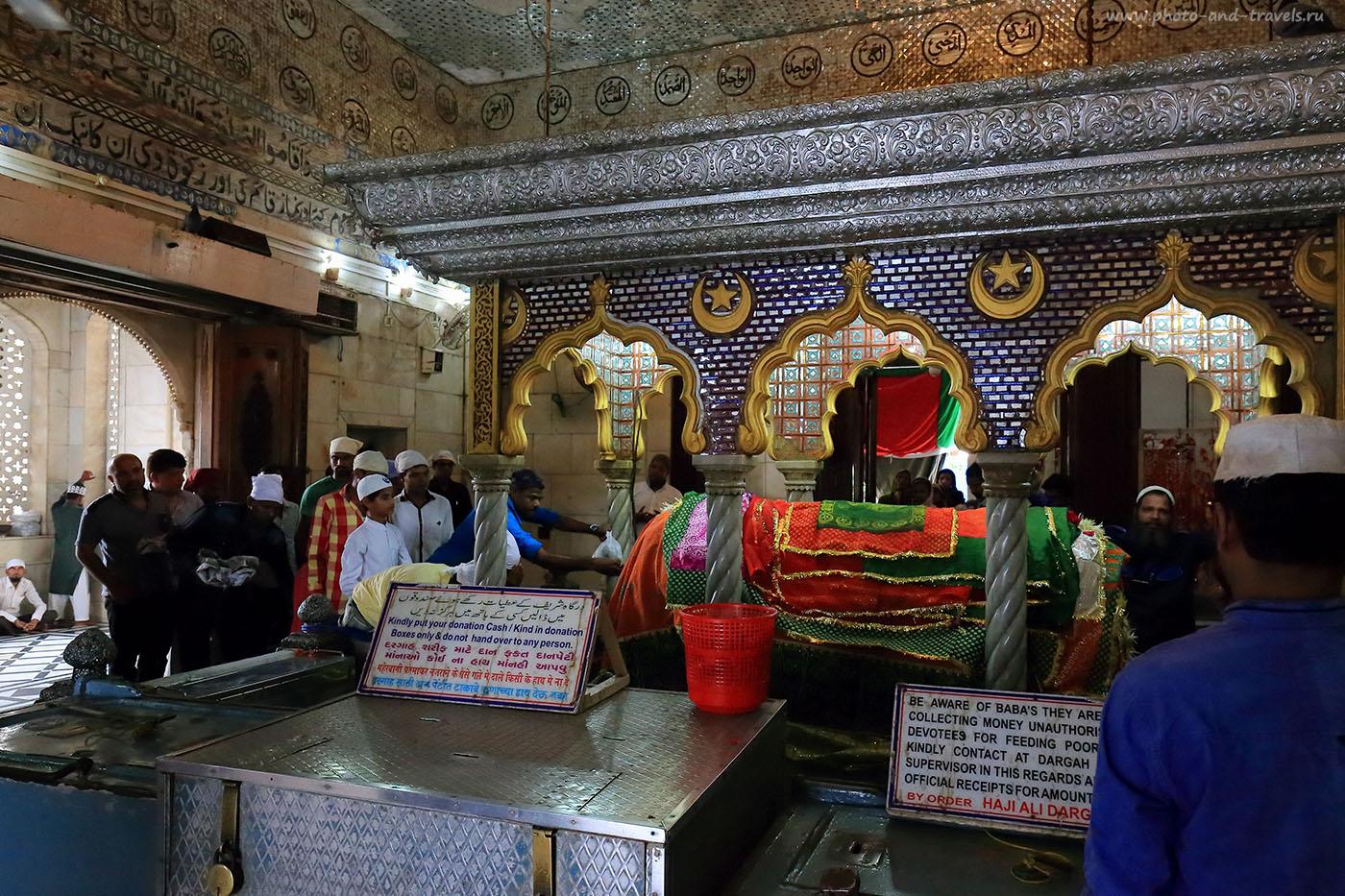 Фотография 28. Склеп с мощами святого Хаджи Али.Поход по достопримечательностям Мумбаи во время поездки в Индию (24-70, 1/250, -1eV, f7.1, 24 mm, ISO 8000)