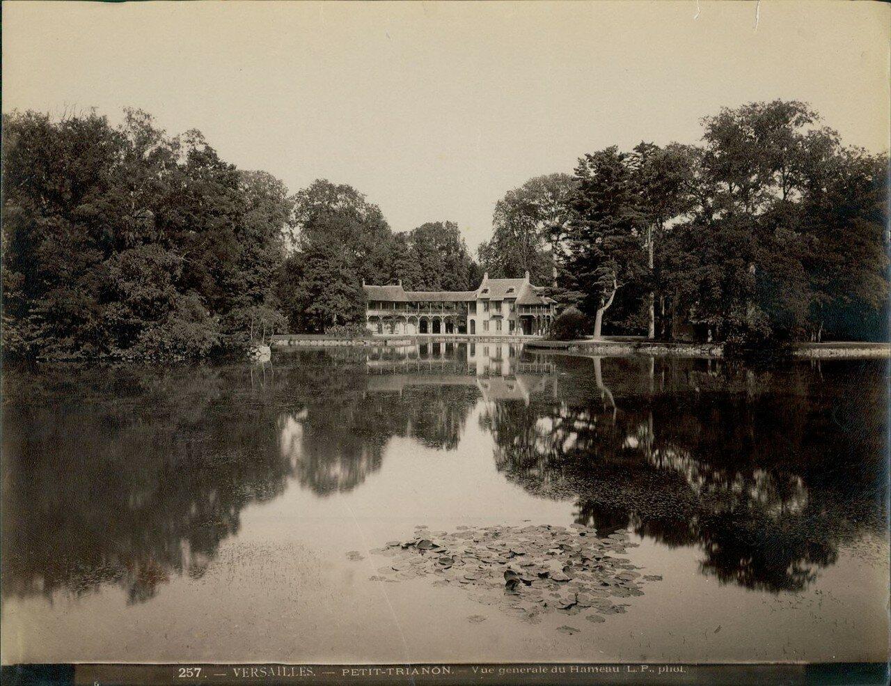 Парк Малого Трианона.  Деревушка Марии-Антуанетты — Амо де ля Рен. Общий вид