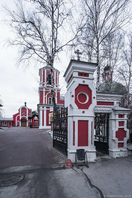 Выездные ворота храма иконы Божьей Матери Знамение