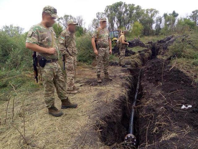 На границе с Россией в Луганской области выявлен подпольный трубопровод. ФОТОрепортаж