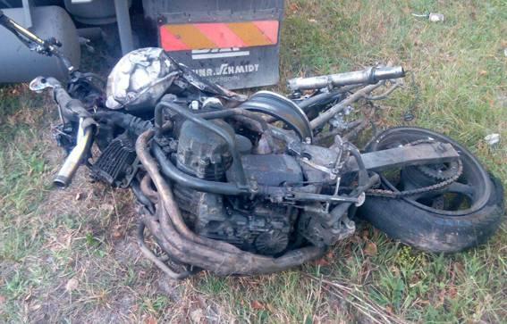 Лобовое столкновение мотоцикла и грузовика на Ривненщине: погибли 2 человека. ФОТО