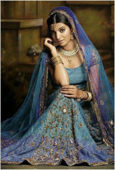 Индийские платья и сари купить в