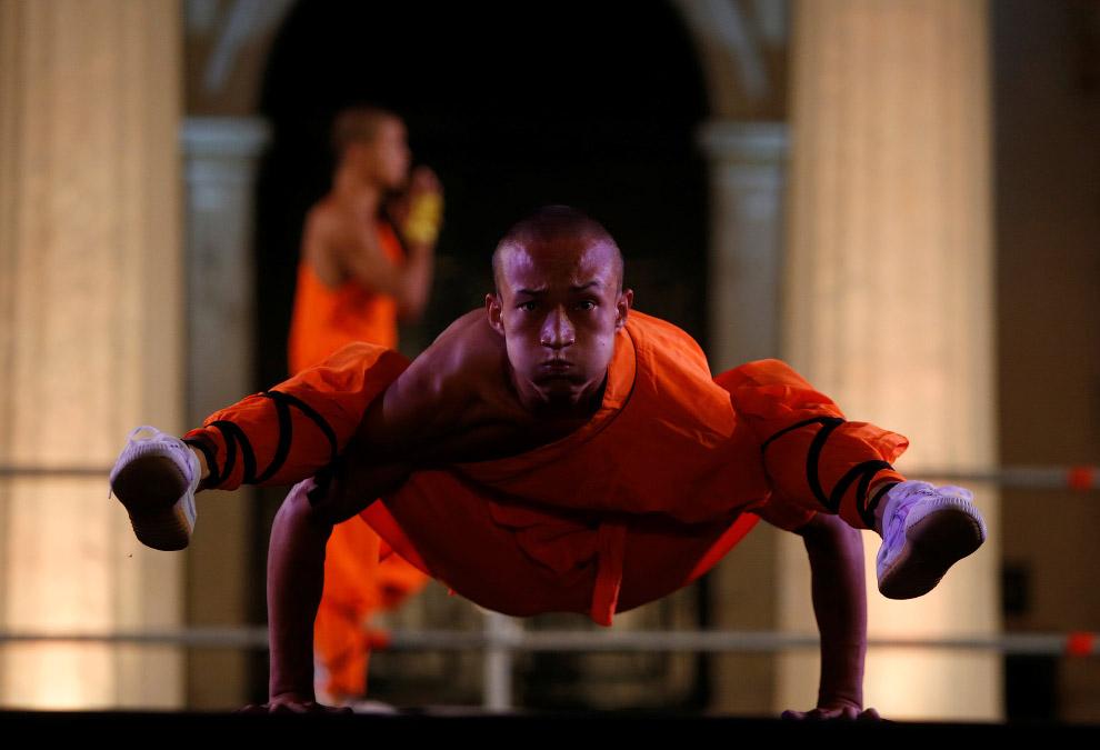 4. Выступления монахов Шаолиня на Мальте «разбавляли» эффектные китайские акробатки, 17 сентябр