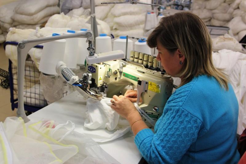 16. а другие вшивают ластовицу вручную. За смену один оператор обрабатывает ок.600 колготок, в отлич