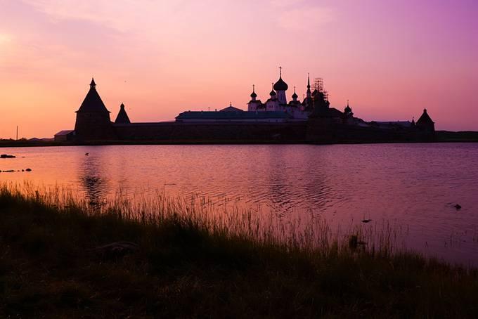 Соловецкий монастырь на закате, Архангельская область, Россия 4. Путь домой В ролях: Колин Фаррелл,