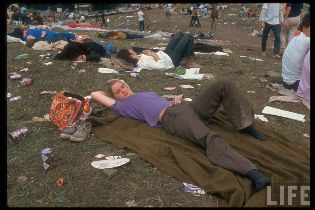 9. На фестивале выступили такие певцы, певицы, музыканты и группы, как The Who, Jefferson Airplane,