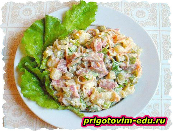 Салат из баклажанов с колбасой и огурцом