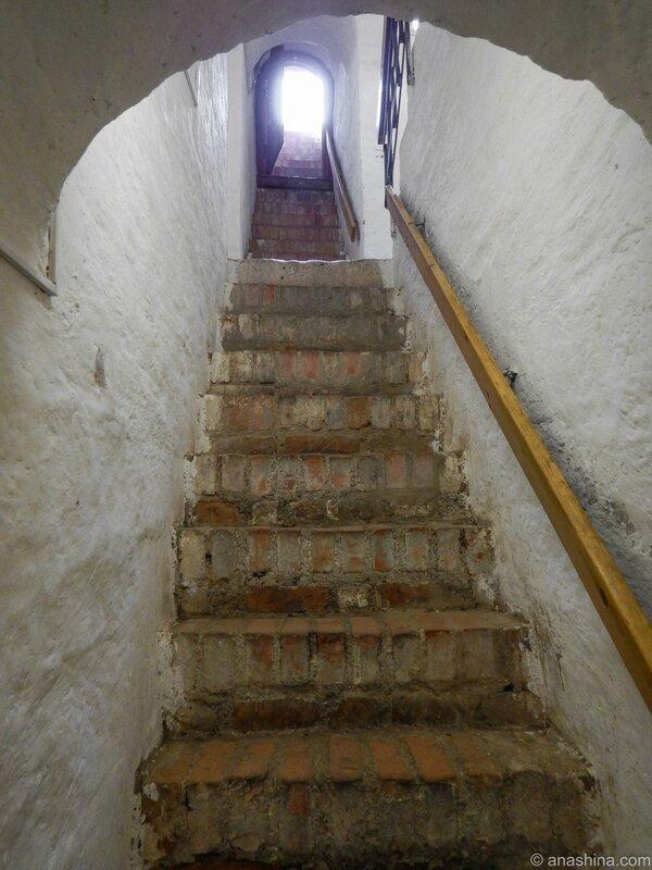 Лестница наверх, Громовая башня, Смоленск