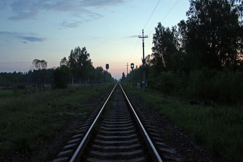 Закрытая станция Помельница, перегон Осуга - Сычёвка. Слева и справа видно место под боковые пути. Вид на Ржев